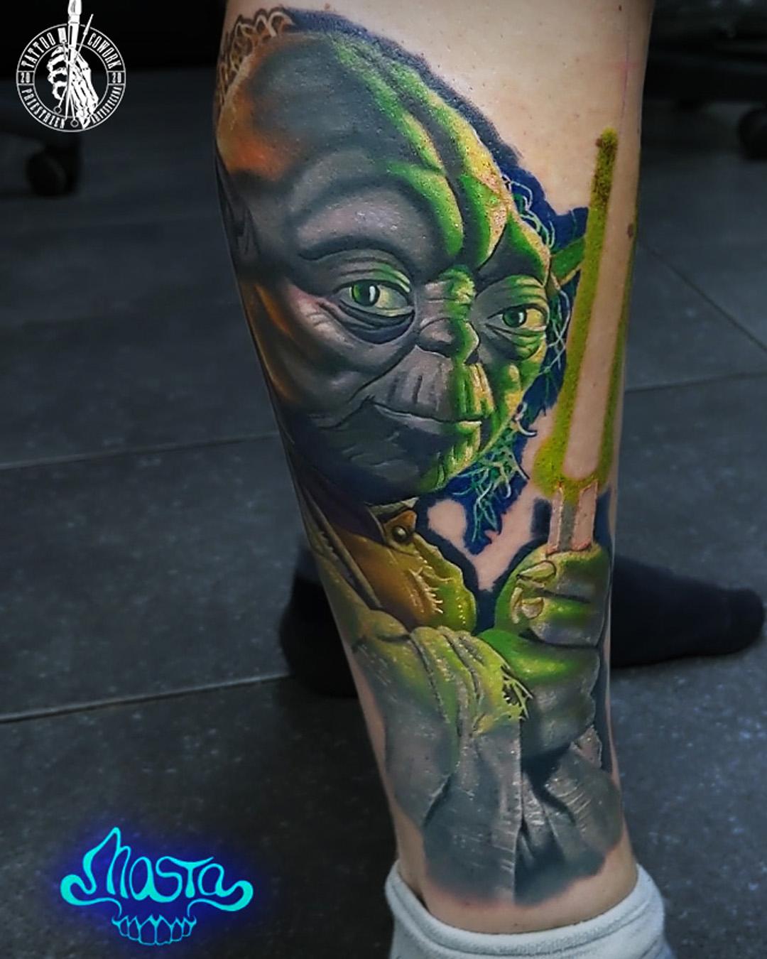 Yoda tatuaż realistyczny kolorowy Warszawa, Star Wars